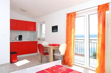 Stanići, Dining room in the studio-apartment, air condition available, (pet friendly) and WiFi.