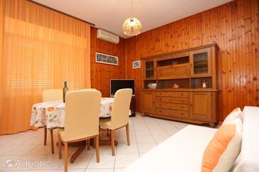Sumpetar, Obývací pokoj v ubytování typu apartment, s klimatizací a WiFi.