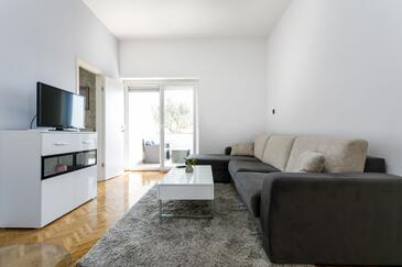 Krk, Гостиная в размещении типа apartment, доступный кондиционер, Домашние животные допускаются и WiFi.