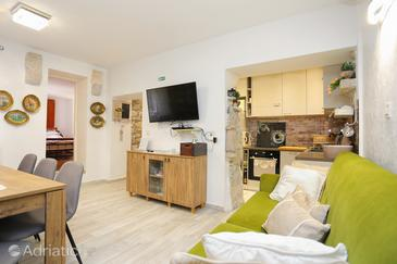 Makarska, Woonkamer in the apartment, air condition available en WiFi.