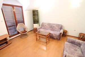 Apartments with WiFi Makarska - 17906