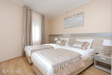 Kaštel Novi, Bedroom in the room, air condition available and WiFi.