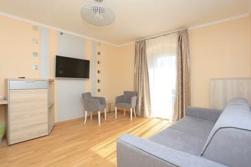 Kaštel Novi, Obývací pokoj v ubytování typu room, s klimatizací a WiFi.