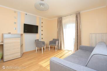 Kaštel Novi, Wohnzimmer in folgender Unterkunftsart room, Klimaanlage vorhanden und WiFi.