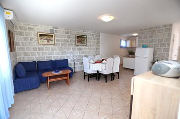 Drvenik Mali, Living room in the apartment, air condition available and WiFi.