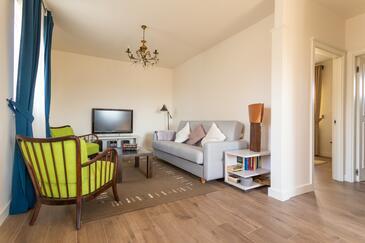 Hum, Obývací pokoj v ubytování typu apartment, domácí mazlíčci povoleni a WiFi.