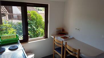 Seget Vranjica, Salle à manger dans l'hébergement en type apartment, climatisation disponible, animaux acceptés et WiFi.