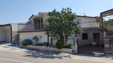 Seget Vranjica, Trogir, Hébergement 17923 - Appartement avec une plage de galets.