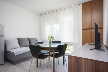 Šibenik, Dining room in the apartment, air condition available and WiFi.