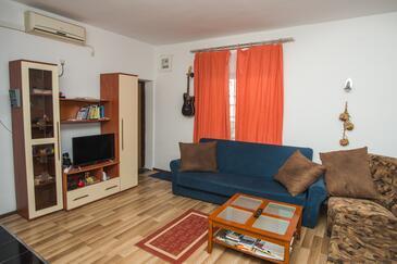 Šibenik, Гостиная 1 в размещении типа house, доступный кондиционер, Домашние животные допускаются и WiFi.