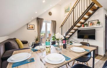 Jasenak, Obývacia izba v ubytovacej jednotke apartment, klimatizácia k dispozícii, domáci miláčikovia povolení a WiFi.