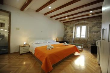 Split, Slaapkamer in the room, air condition available en WiFi.