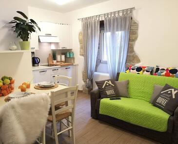 Hum, Jedilnica v nastanitvi vrste apartment, dostopna klima in WiFi.