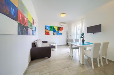 Vrh, Living room in the apartment, air condition available, (pet friendly) and WiFi.