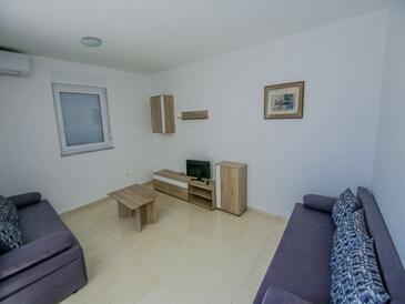 Novalja, Camera di soggiorno nell'alloggi del tipo apartment, condizionatore disponibile e WiFi.