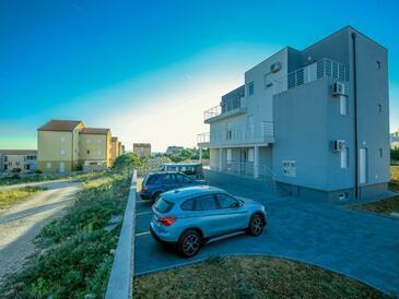 Novalja, Pag, Propiedad 17954 - Apartamentos with pebble beach.