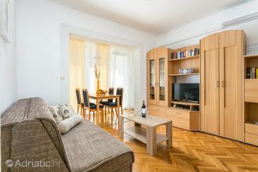 Kaštel Stari, Camera de zi în unitate de cazare tip apartment, aer condiționat disponibil şi WiFi.