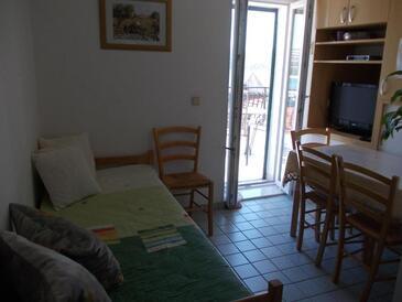 Primošten, Jídelna v ubytování typu apartment, s klimatizací a WiFi.