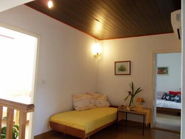 Primošten, Obývací pokoj v ubytování typu house, s klimatizací, domácí mazlíčci povoleni a WiFi.