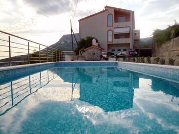 Klis, Split, Объект 17987 - Апартаменты с галечным пляжем.