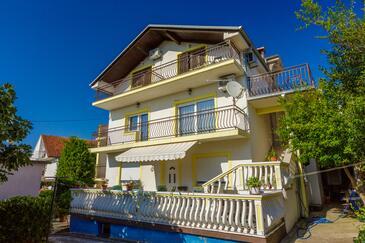 Jadranovo, Crikvenica, Объект 17994 - Апартаменты с галечным пляжем.