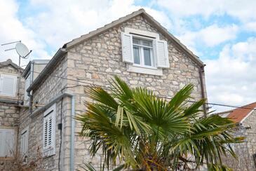 Zlarin, Zlarin, Objekt 17998 - Počitniška hiša s prodnato plažo.