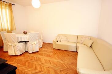 Korčula, Obývací pokoj v ubytování typu apartment, domácí mazlíčci povoleni a WiFi.