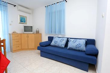 Makarac, Living room in the apartment, air condition available, (pet friendly) and WiFi.