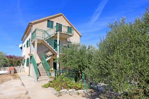 Family friendly seaside apartments Cove Makarac, Brač - 18026