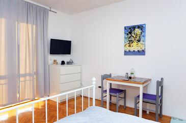Makarska, Eetkamer in the studio-apartment, WiFi.