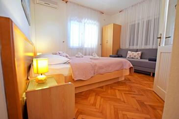 Starigrad, Bedroom in the room, air condition available and WiFi.