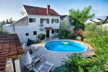 Milna, Brač, Property 18051 - Apartments by the sea.