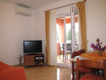 Neviđane, Living room in the apartment, air condition available and WiFi.