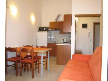Neviđane, Dining room in the apartment, air condition available and WiFi.