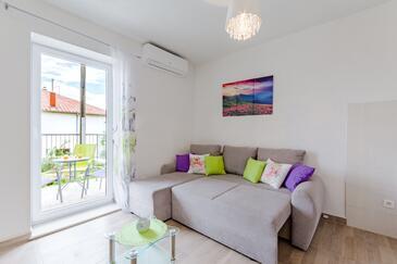 Solin, Obývací pokoj v ubytování typu studio-apartment, s klimatizací a WiFi.