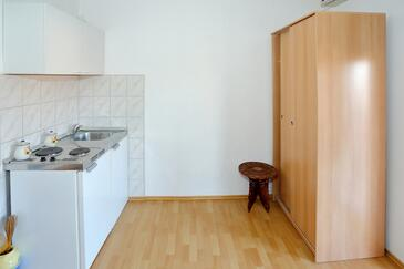 Bibinje, Kitchen in the studio-apartment, air condition available and WiFi.
