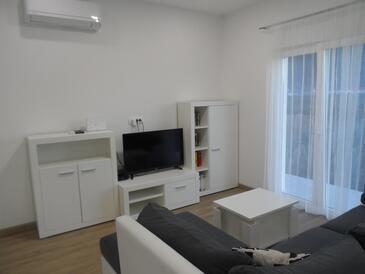 Opuzen, Obývací pokoj v ubytování typu apartment, s klimatizací a WiFi.