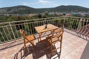 Ferienwohnungen mit Parkplatz Vinisce, Trogir - 18073