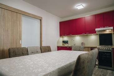 Stanići, Salle à manger dans l'hébergement en type apartment, WiFi.