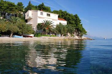 Stanići, Omiš, Hébergement 18084 - Appartement à proximité de la mer avec une plage de galets.