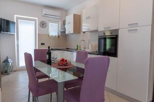 Apartmani s parkingom Rogoznica - 18086