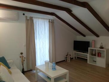 Ražanj, Obývací pokoj v ubytování typu apartment, s klimatizací a WiFi.