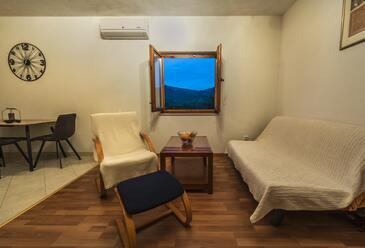 Gustirna, Camera de zi în unitate de cazare tip apartment, aer condiționat disponibil şi WiFi.