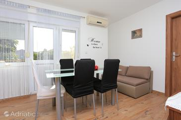 Trogir, Dining room in the apartment, air condition available and WiFi.