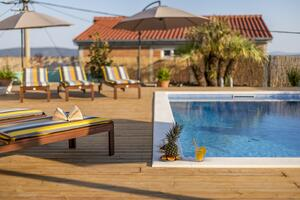 Family friendly apartments with a swimming pool Kastel Kambelovac, Kastela - 18117