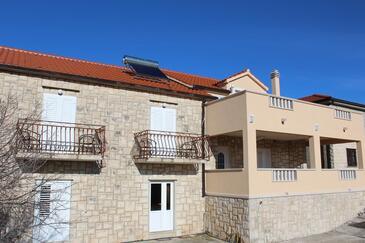 Donji Humac, Brač, Property 18119 - Apartments with pebble beach.
