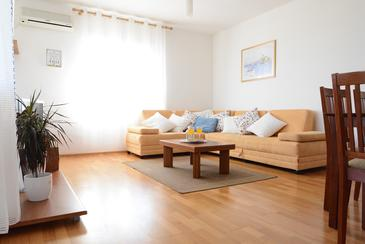 Kožino, Living room in the apartment, air condition available, (pet friendly) and WiFi.