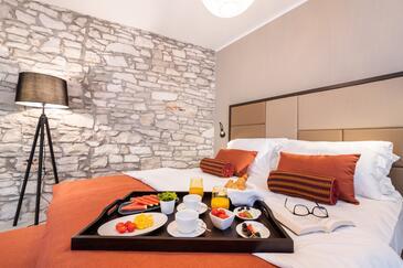 Novigrad, Ložnice v ubytování typu room, s klimatizací a WiFi.