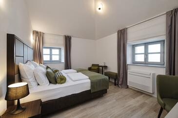 Grožnjan, Bedroom in the room, air condition available and WiFi.