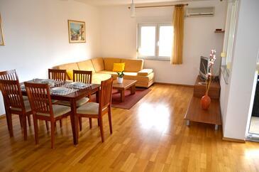 Kožino, Obývací pokoj v ubytování typu apartment, s klimatizací, domácí mazlíčci povoleni a WiFi.